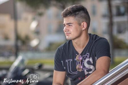 Adam, sesión fotográfica en exteriores. Fotógrafo en Cambrils