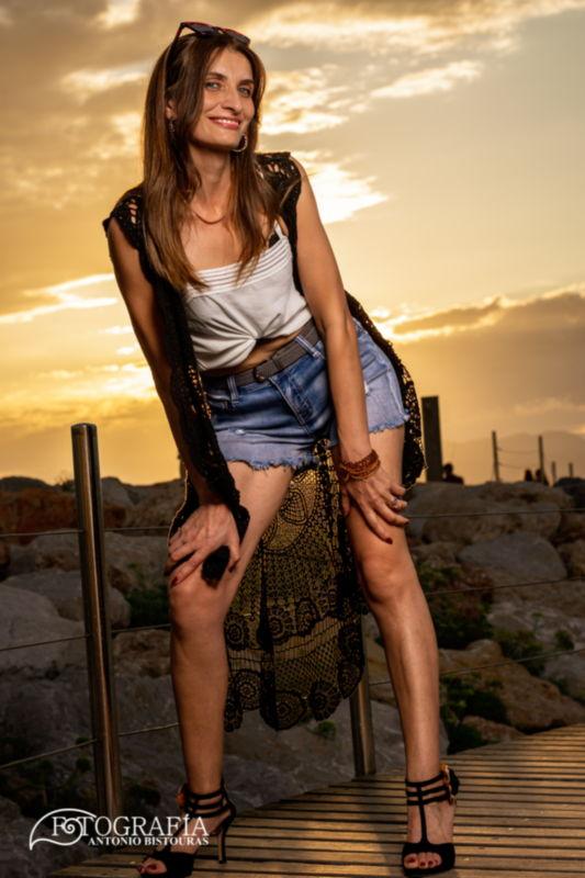 Sesión fotográfica con Katy por Salou. Contratar fotografo acompañante en Tarragona.